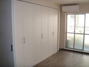 白い収納スペース