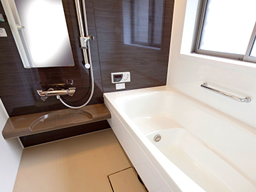 落ち着きのある浴室